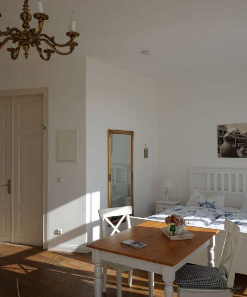 Ferienwohnung Elena in Warnemünde Wohnzimmer Ansicht 4