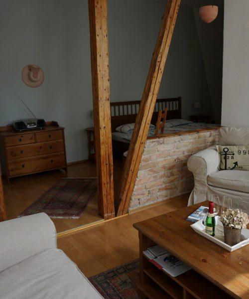Ferienwohnung Klara in Warnemünde Wohn- und Schlafbereich